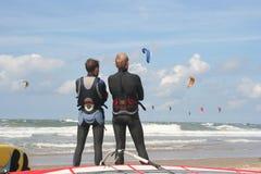 Sorveglianza dei surfisti Fotografia Stock