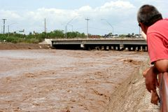 Sorveglianza dell'inondazione Fotografie Stock Libere da Diritti