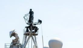 Sorveglianza di aria militare del radar sulla nave della marina militare fotografia stock libera da diritti