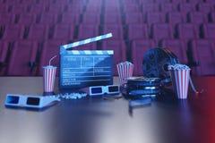 Sorveglianza di film del cinema Composizione con i vetri 3d, la valvola di film, la bobina di film, il popcorn e la striscia di p illustrazione di stock