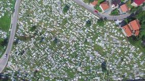 Sorvolare cimitero bosniaco archivi video