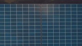 Sorvolare i pannelli solari video d archivio
