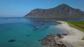 Sorvolare la spiaggia sabbiosa video d archivio