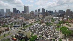 Sorvolare New Orleans, la Luisiana cityscape San Louis Cemetery Oggetto facente un giro turistico archivi video