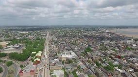 Sorvolare New Orleans, la Luisiana cityscape San Louis Cemetery Oggetto facente un giro turistico video d archivio