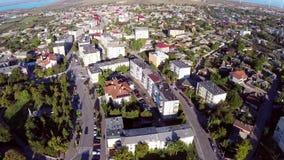 Sorvolare una cittadina in Romania stock footage