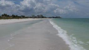 Sorvoli il video della spiaggia di Florida stock footage