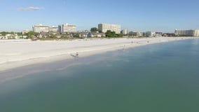Sorvoli la spiaggia nella chiave di siesta, Florida video d archivio