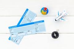 SOS在白色背景顶视图保存与地球、指南针、票和飞机的行星和生态概念 免版税库存照片