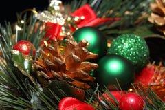 sosna rożek z boże narodzenie dekoracją zdjęcia stock