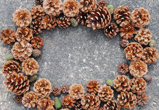 Sosna rożków rama dla wesoło bożych narodzeń Fotografia Royalty Free