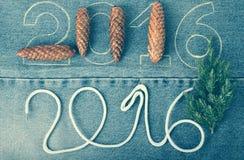 Sosna rożki, świeża gałąź choinka i liczby 2016, Zdjęcie Royalty Free