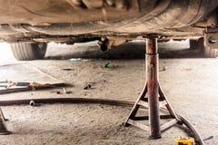 Sospensione dell'automobile manutenzione Immagini Stock