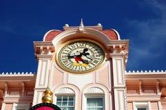 Sosta del Disneyland Parigi, torretta di orologio del mouse di Mickey Fotografie Stock