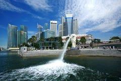 Sosta di Merlion. Orizzonte di Singapore Immagini Stock Libere da Diritti