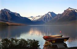 Sosta nazionale del ghiacciaio delle barche del McDonald del lago Fotografia Stock Libera da Diritti