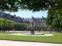 sosta a Parigi fotografie stock libere da diritti