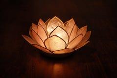 Sostenedor de vela del loto y vela Imagenes de archivo
