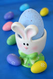 Sostenedor del huevo del conejito Fotografía de archivo libre de regalías