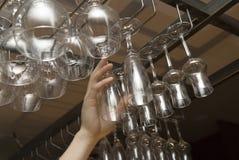 Sostenedores para los vidrios de vino. Fotografía de archivo