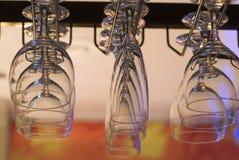 Sostenedores para los vidrios de vino. Fotos de archivo
