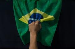 Sostener cerrado mano y tracción de la bandera fotos de archivo libres de regalías