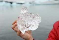 Sostener el hielo en laguna del hielo, Islandia fotografía de archivo libre de regalías