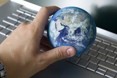 Sostener el mundo Imágenes de archivo libres de regalías