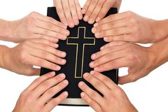 Sostener la biblia santa Imagen de archivo
