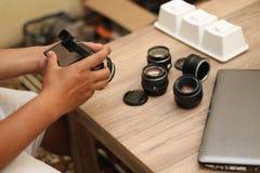 Sostener la cámara, versión 7 imágenes de archivo libres de regalías