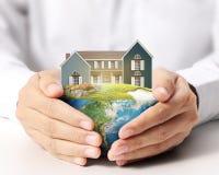 Sostener la casa Fotografía de archivo libre de regalías