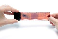 Sostener la película de la fotografía foto de archivo