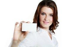 Sostener la tarjeta de crédito Foto de archivo libre de regalías
