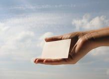 Sostener la tarjeta de visita en blanco #7 Fotografía de archivo