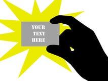 Sostener una tarjeta de visita en blanco Imagen de archivo libre de regalías