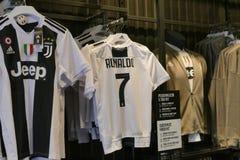 Sostenitori di Juventus FC che ammattisce per il nuovo giocatore di Cristiano Ronaldo per la stagione prossima immagine stock