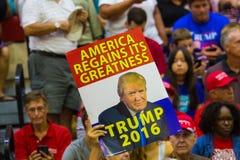Sostenitori a raduno di campagna di Trump Fotografia Stock