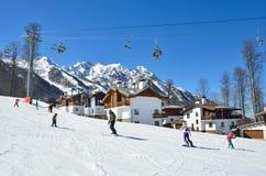 Sotchi, Rusland, 29 Februari, 2016, skitoevlucht Rosa Khutor, hotel Rosa Chalet op Rosa plateau Stock Foto's