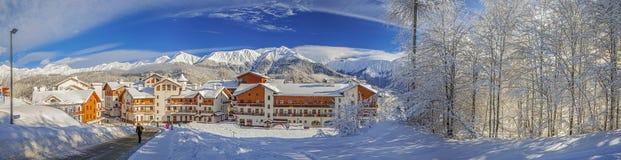 SOTCHI, RUSLAND - JANUARI 10, 2015: De skitoevlucht Rose Plateau Stock Foto