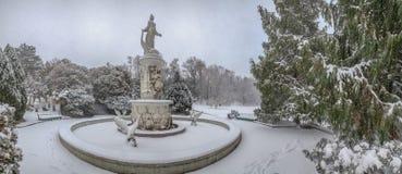 SOTCHI, RUSLAND - JANUARI 29, 2017: Fontein van Verhaal tijdens een sneeuwval royalty-vrije stock afbeeldingen