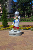 SOTCHI, RUSLAND - JUNI 5, 2017: De mascotte van de Wereldbeker 2018 van FIFA op Navaginskaya-Straat Stock Afbeeldingen