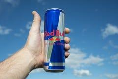 Sotchi, Rusland - Juni 15, 2018: Red Bull is de populairste energiedrank in de wereld Stock Foto