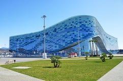 Sotchi, Rusland, 01 Maart, 2016, de Ijsberg van het Ijspaleis in het Olympische Park van Sotchi Stock Afbeeldingen