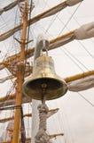 Sotchi, Rusland - Mei 4, 2017: Overzeese klok van de zeilboot Chersonese tegen de achtergrond van de mast Stock Fotografie