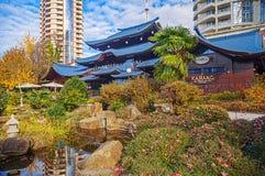 SOTCHI, RUSLAND - NOVEMBER 28, 2015: Autumn Garden van Russisch-Japanse Vriendschap Royalty-vrije Stock Afbeeldingen
