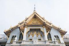 Sothorn tempel, guld- kulör tempel i Thailand Royaltyfri Fotografi