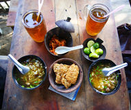 Soto ist eine traditionelle indonesische Suppe lizenzfreie stockfotos