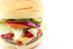 Sottaceto della cipolla del pomodoro della lattuga del cheeseburger Immagini Stock