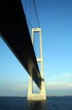 Sotto il grande ponte sospeso della fascia della Danimarca Fotografia Stock Libera da Diritti