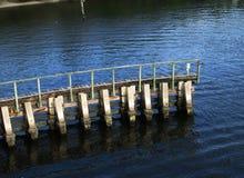 Sotto il passaggio pedonale del ponte Fotografie Stock